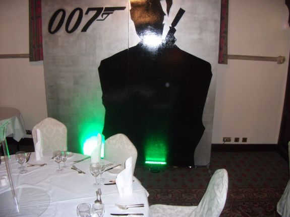 007 Wooden Silhouette Panel Siver